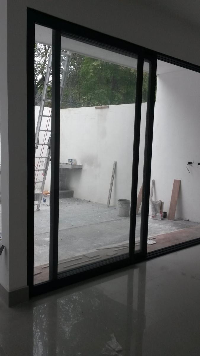 Puertas corredizas cobaglass for Puerta osciloparalela